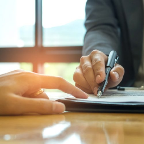 business-concept-signing-a-business-contract-PGWLHBQ